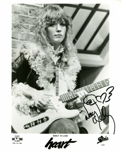 PROMOTIONAL PHOTOGRAPH SIGNED BY NANCY WILSON 102620-NW2