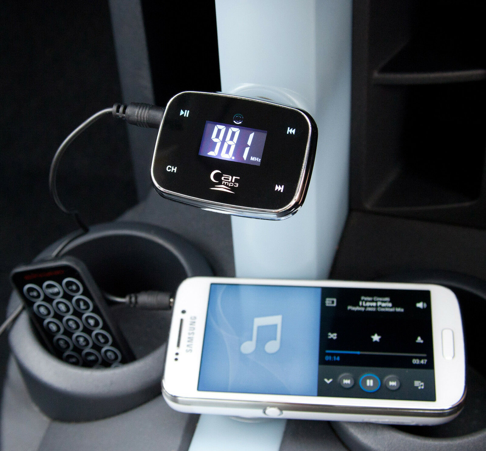 Wireless in Car MP3 Music Player FM Transmitter Modulator SD USB Iphone Ipad Aux