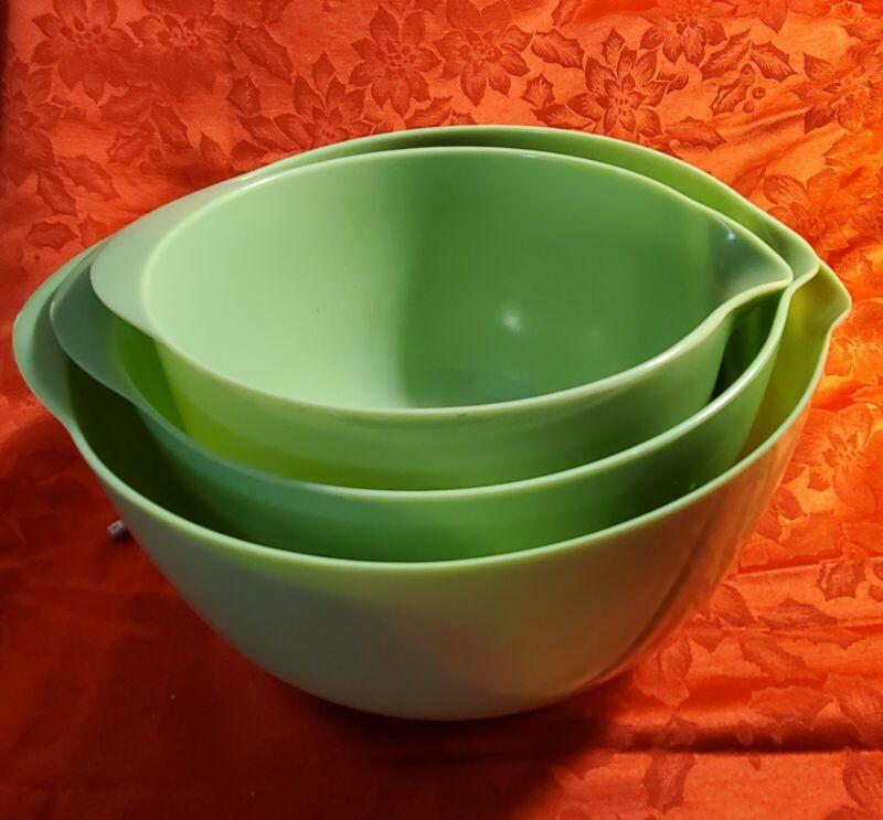 Vintage Melamine Nesting Mixing Bowls set of 3 - Lettuce color - NEW never used
