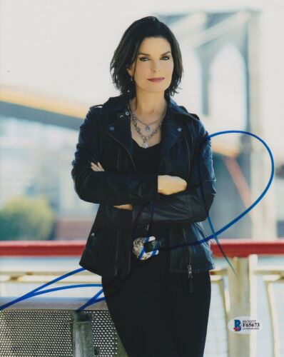 SELA WARD SIGNED 8X10 PHOTO CSI NY FBI BECKETT BAS AUTOGRAPH AUTO COA D