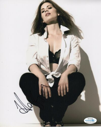 Hayley Atwell Sexy Autographed Signed 8x10 Photo ACOA