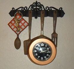 RETRO MID~CENTURY NEW HAVEN KITCHEN FORK SPOON SKILLET KEY WALL CLOCK, BATTERY