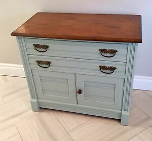 Antique washstand with 2 drawers