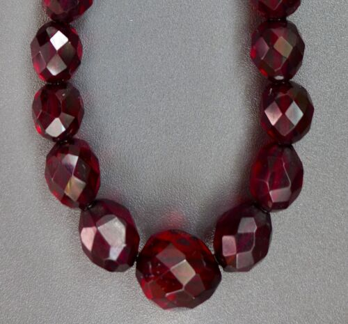 VERY NICE, LONG, ANTIQUE, FACETED CHERRY AMBER BAKELITE, BEAD NECKLACE 27g