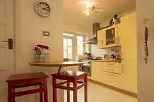 Lovely two bedroom flat to rent with Private balcony a short walk to Clapham South tube!