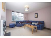 Beautiful 2 bed flat in Clapham South with a separate kitchen and lounge area, and modern bathroom