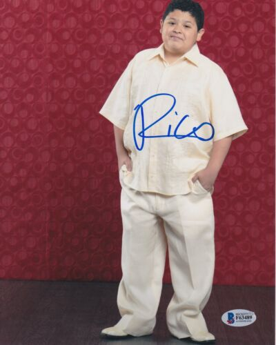 RICO RODRIGUEZ SIGNED 8X10 PHOTO MODERN FAMILY BECKETT BAS AUTOGRAPH AUTO COA A