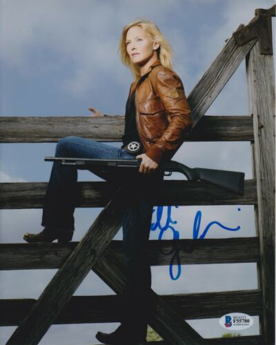 KELLI GIDDISH SIGNED 8X10 PHOTO LAW ORDER SVU BECKETT BAS AUTOGRAPH AUTO COA A