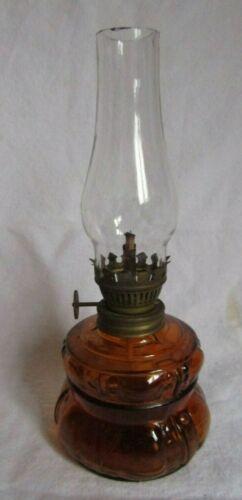 VINTAGE AMBER WITH DESIGN MINIATURE KEROSENE OIL LAMP HANDY LAMP
