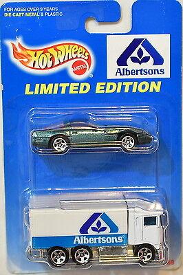 Hot Wheels 1997 Albertsons Chevrolet Corvette   Hiway Hauler 2 Car Pack