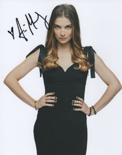 Annie Murphy Schitt's Creek Autographed Signed 8x10 Photo COA 2019-2