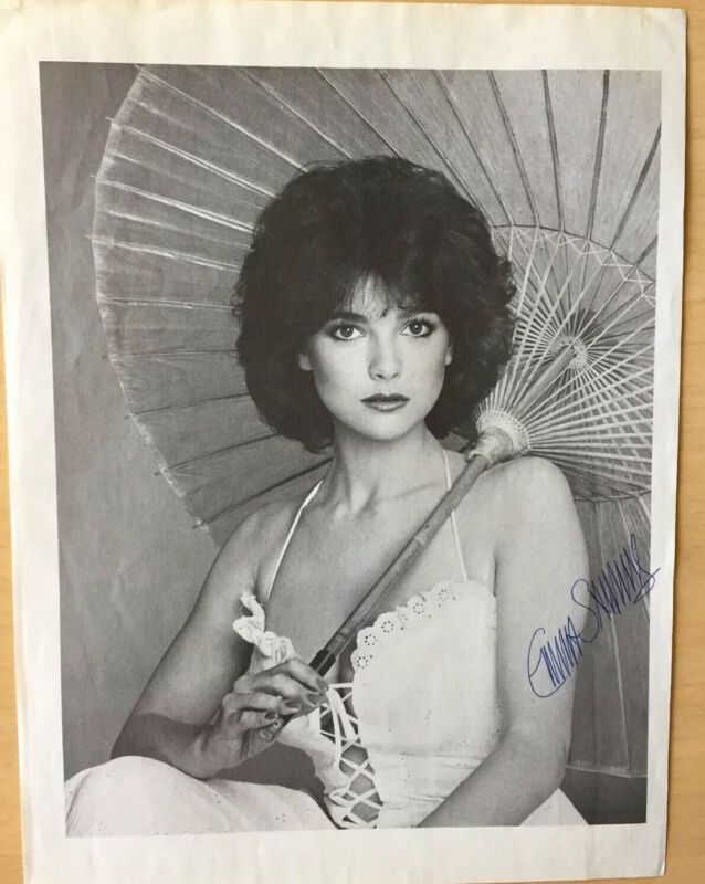 "Emma Samms Paper Photo Signed 8""X10"" B&W  The Colbys  / Dynasty General Hospital"
