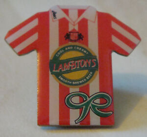 SUNDERLAND-Old-home-shirt-type-badge-Stud-fitting-in-gilt-27mm-x-25mm