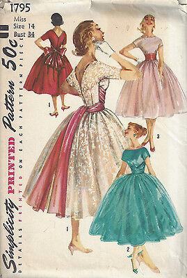 1956 Vintage Sewing Pattern DRESS B34