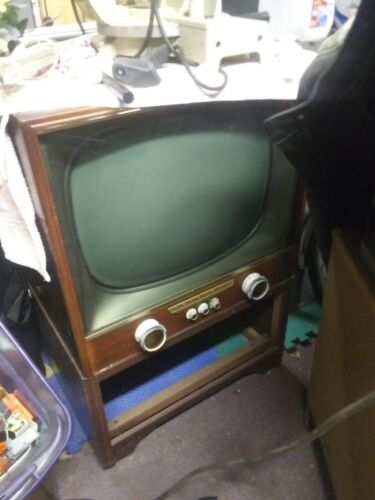 1950s Motorola TV TELEVISION VINTAGE CONSOLE - wood BEAUTY -