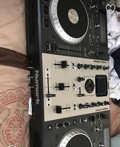 Numark mixdeck mint comes with cords and software