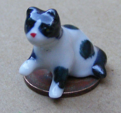 1:12 Scale Black & White Ceramic Kitten Accessory Cat Dolls House Ornament ZI