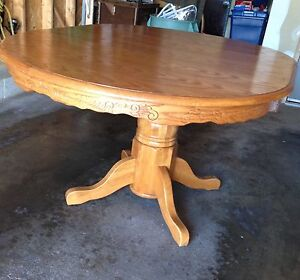 Nice OVAL DINING TABLE, heavy, great shape, seats 6, $50