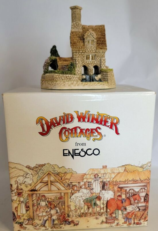 David Winter Cottages The Gamekeeper 1997 Guild Member Only, COA Hand Crafted