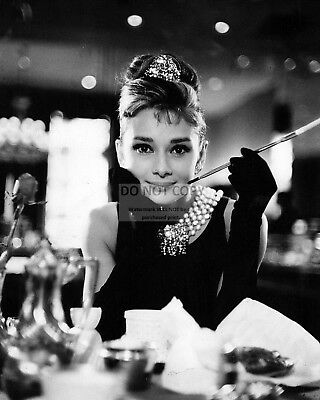 "AUDREY HEPBURN IN ""BREAKFAST AT TIFFANY'S"" - 8X10 PUBLICITY PHOTO (AA-058)"