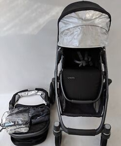 10/10 condition UPPAbaby vista stroller and bassinet