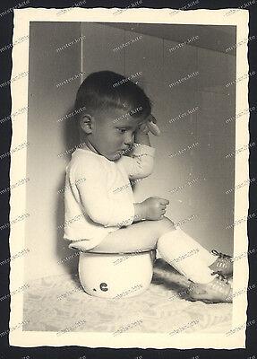 Vintage Photo-cute young Boy-teen-sitting on the pot-hair comb-Knabe-ca.1920 (Cute Teen Boy)