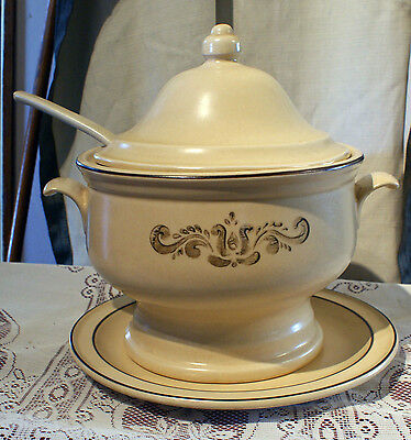 Phaltzgraff Light Brown Tureen With Lid, Ladle & Under Plate • Tulip Design
