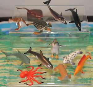 12 plastic sea creatures animals +mat. Penguin whale lobster ray FREE POST O36