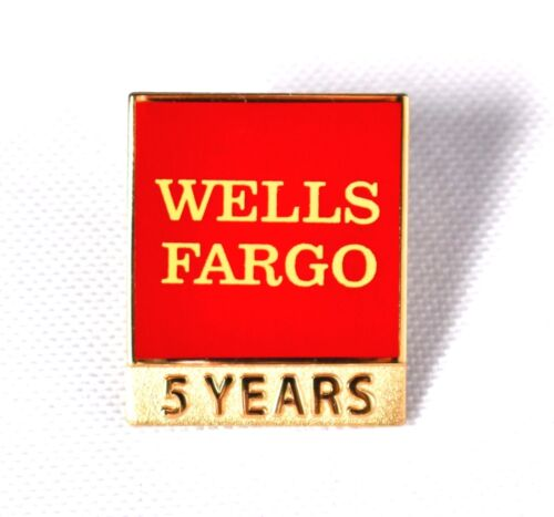 """WELLS FARGO 5 Years Lapel Pin 0.75"""" x 1"""" Red & Gold >NEW<"""