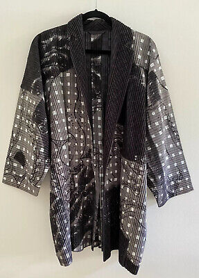 NWOT HOMME PLISSÉ ISSEY MIYAKE Ribbed Abstract Printed Open Front Kimono Jacket