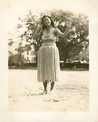 1940 Smiling Hula Girl Dancing, Honolulu, Hawaii Photo #7