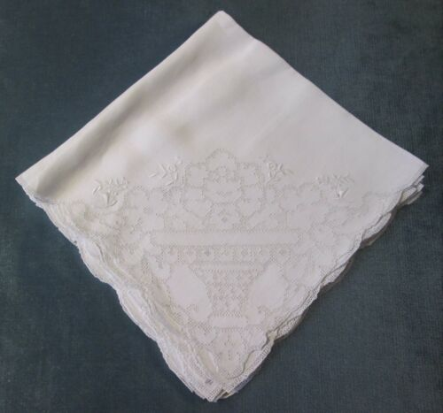 Antique 6 Linen Napkins Beautiful Punchwork Design & Embroidered Flowers