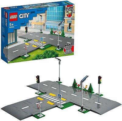 LEGO City Town Piattaforme Stradali Playset con Lampioni, Semafori 60304