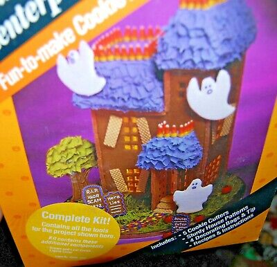 Vintage Wilton HAUNTED HOUSE CENTERPIECE Kit Halloween Decoration Cookie Cutters
