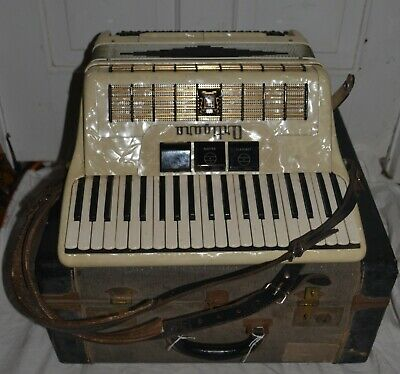 Ortigara Accordion 709/26 w/ Case