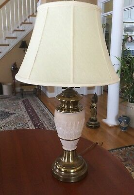 (Vintage Neoclassical Acanthus Leaf Enameled Antique Brass Table Lamp)