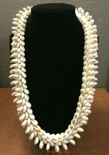 """Vintage New 1960s Thick Sea Shell Lei Necklace, Hawaii, 11""""L, 1 1/8""""W, Beautiful"""