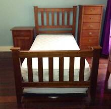 Single bed with beautiful wood frame, head and foot boards Chatswood Willoughby Area Preview