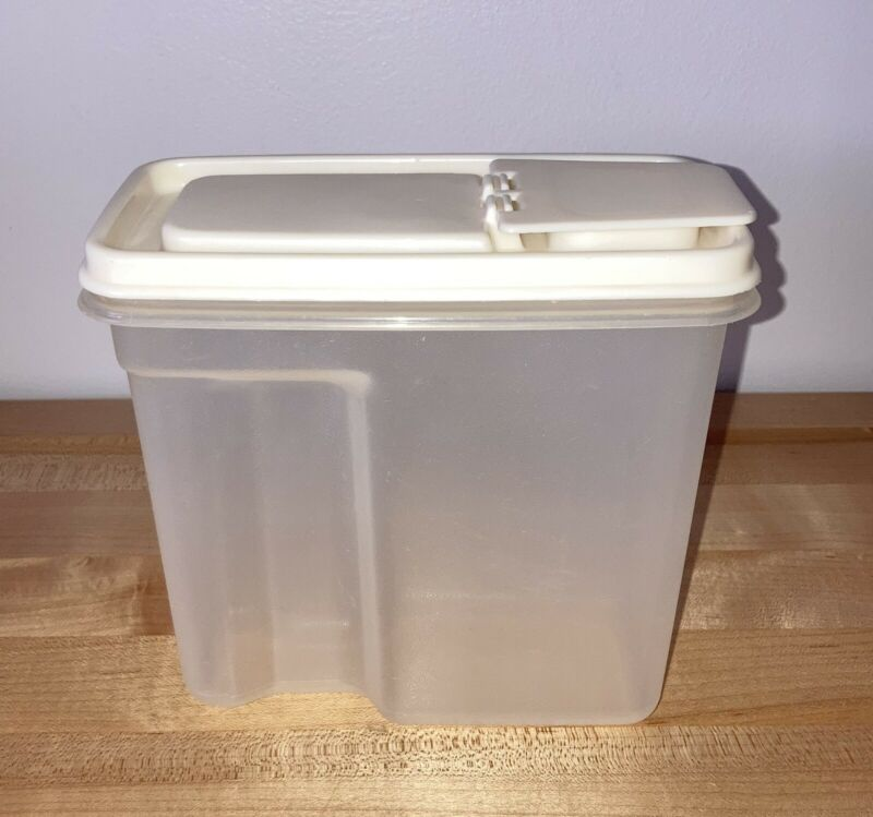 RUBBERMAID 4 CUPS MINI DRY GOODS STORAGE CONTAINER WITH FLIP TOP ALMOND LID