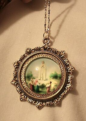 (Lovely Fleur de Lis Starburst Rim Our Lady of Fatima Round Cameo Goldtn Necklace)