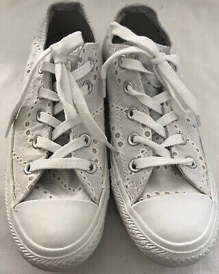 CONVERSE WOMEN'S SIZE 6 WHITE EYELET LACE UP SNEAKERS SHOES