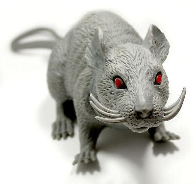 Ratte aus Kunststoff mit Piepsfunktion / Halloween als Grusel -Dekorationsobjekt