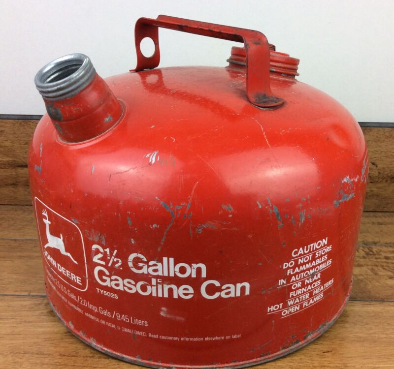 Vintage 2.5 gallon John Deere gasoline gas can tractor advertising