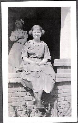 VINTAGE PHOTOGRAPH 1920'S GIRLS WOMEN'S DRESS FASHION OLIVE-OYL HAIR OLD PHOTO for sale  Siletz