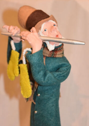 Simpich Man Plays Flute Character Doll Christmas Carol Early Lime Mittons