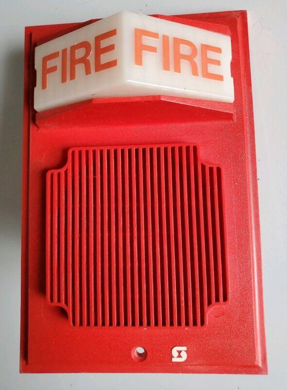 Simplex 2902-9735 Wall mount fire alarm speaker/strobe light