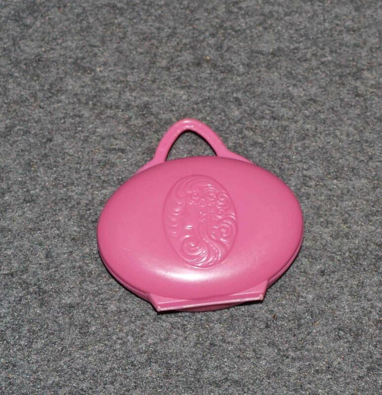 BARBIE DOLL COSMETIC CASE / COMPACT…STILL HAS MAKEUP…MATTEL 1982 USA