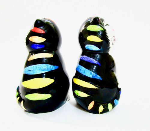 GKAO Happy Black Color Striped Cat Salt And Pepper Shakers