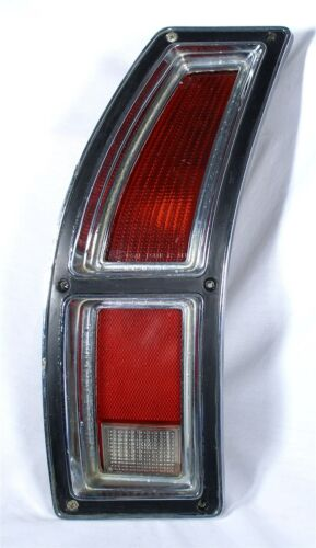 1972 FORD ORIGINAL WAGON 72 AUTOMOBILE TAIL BACK UP LIGHT LENS BUCKET ASSEMBLY