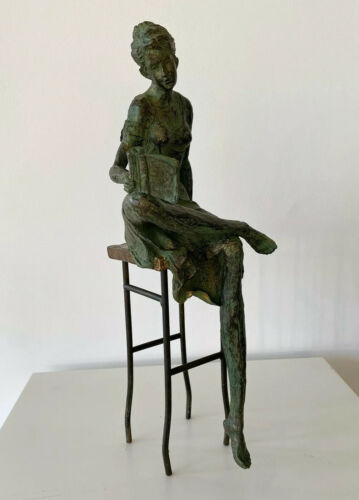 Frauenskulptur Skulptur lesende Frau Leserin Metall Holz Kunst modern Figur H45
